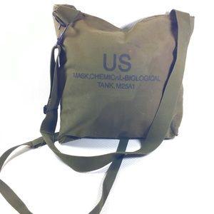 Vtg US Military M25A1 Chemical Biological Gas Mask